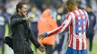 Simeone felicita a Miranda, autor del gol que supuso la victoria del Atltico