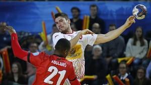 Alex Dujshebaev durante el partido ante Angola que España saldó con victoria
