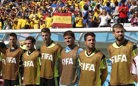 Los suplentes de Espa�a, antes del partido contra Australia en el Mundial 2014