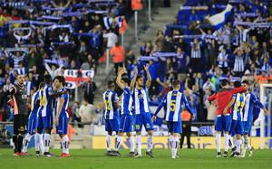 El Espanyol celebra el empate en el derbi contra el Barcelona