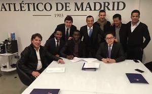 Jackson, firmando su contrato con su nuevo equipo