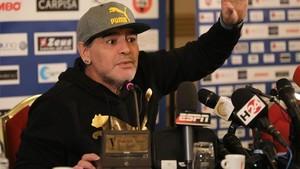Maradona, atendiendo a los medios en el trigésimo aniversario de su fichaje por el Nápoles