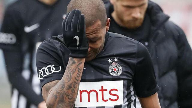 Graves insultos racistas contra Everton Luiz (Partizán)
