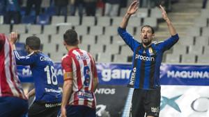 Toché, el héroe del partido,sentenció al Girona con nun doblete en siete minutos