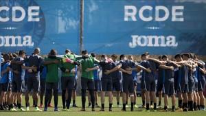 La plantilla del Espanyol guardó un minuto de silencio antes del último entrenamiento