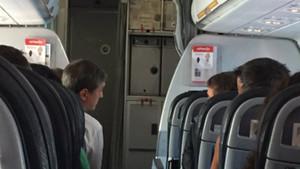 Robert y Urbano, en el avión que volvía de Alemania