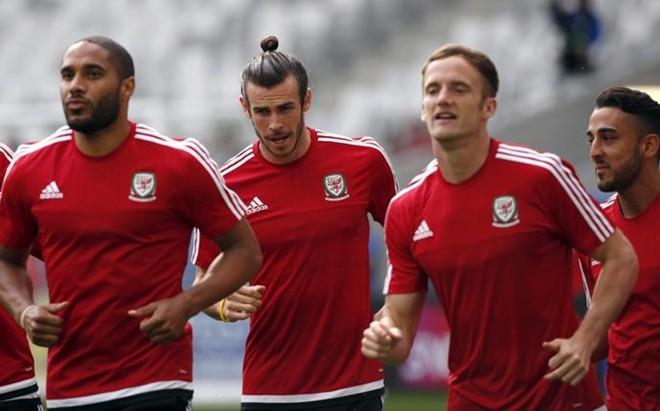 Bale y compa��a no se cortaron para mostrar su alegr�a
