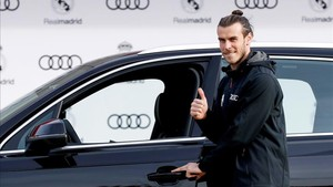 Bale, recogiendo hoy su nuevo coche