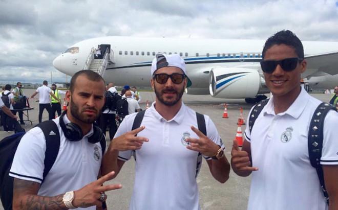 Benzema, junto a sus compa�eros