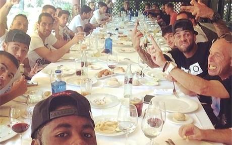 El Bar�a hizo una comida llena de fraternidad