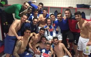 Los jugadores del Espanyol, eufóricos tras su triunfo en El Molinón
