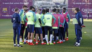 La plantilla del FC Barcelona durante el último entrenamiwento antes del partido de Liga contra el Atlético