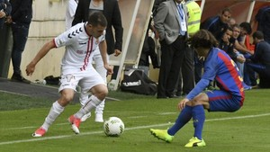 Cucurella y Gallar mantuvieron un duelo intenso en León