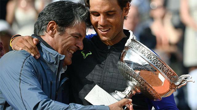 El momento emocionante en el que Toni Nadal le entregó a Rafa su décimo Roland Garros
