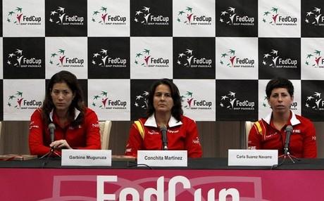 Conchita Mart�nez, flanqueada por Muguruza y Carla Su�rez