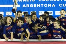 Los j�venes barcelonistas celebraron un nuevo t�tulo