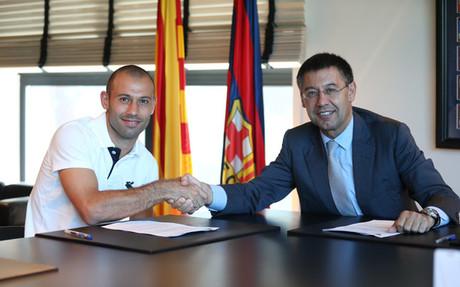 Mascherano y Bartomeu firmaron la renovaci�n del argentino hasta 2018