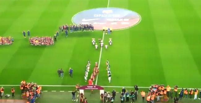 El Betis hace el pasillo al Barça por su Mundialito