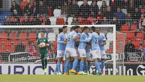Los jugadores del Girona celebran el primer gol del partido