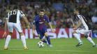 Messi controla el balón ante Barzagli y Pjanic