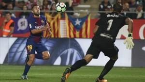 Jordi Alba, ante Iraizoz, que evitó un resultado mas abultado con sus intervenciones