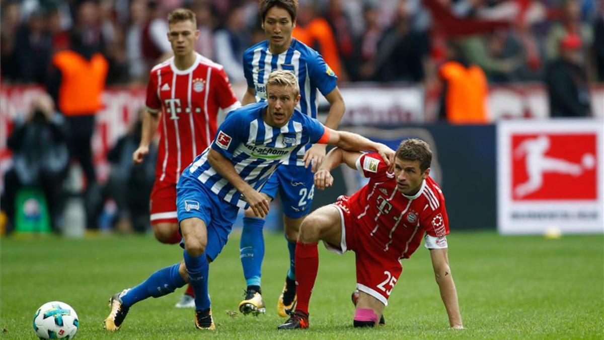 El Bayern se deja dos puntos en Berlín (2-2); el líder Dortmund no falla en Augsburgo (1-2)