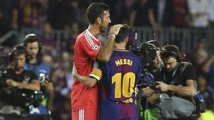 Buffon, junto a Messi, en el Juventus - Barça (3-0) del pasado 12 de septiembre en el Camp Nou. El argentino superó por partida doble al meta de la Vecchia Signora