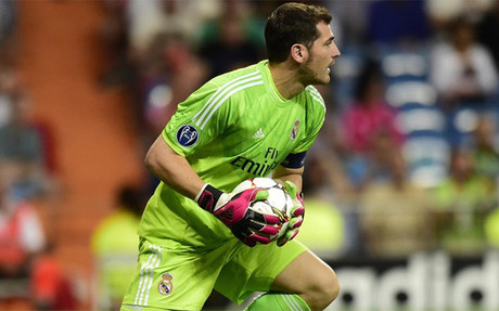 Casillas, en un partido con el Real Madrid