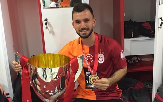 Colak aterriza en La Coru�a tras conquistar la Copa con el Galatasaray