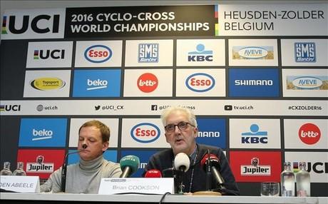 El presidente de la UCI, durante la conferencia de prensa en Zolder, cuando anunci� oficialmente que hab�an descubierto un caso de dopaje tecnol�gico.�