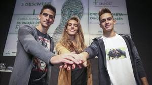 Gerard, junto a Ona Carbonell y Denis en un acto benéfico