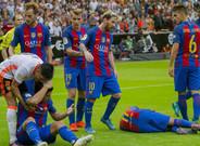 Los jugadores del Barcelona recibieron el impacto de diversos objetos