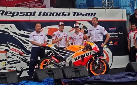 Nakamoto, M�rquez, Pedrosa y Suppo, con la nueva Honda 2016