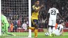 Walcott celebra uno de sus dos goles