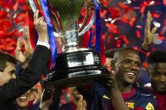 Tito y Abidal levantaron la Liga al cielo de Barcelona