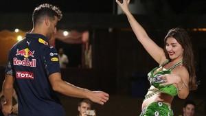 Daniel Ricciardo al ritmo de la danza del vientre