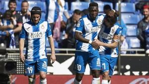 Caicedo celebra el primer gol del partido junto a Gerard Moreno y Piatti