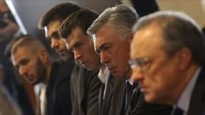 Florentino Pérez, Ancelotti y Bale, en un acto celebrado en 2015