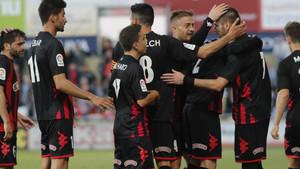 El Reus celebra en el Municipal una victoria que se resistía hacía mucho tiempo