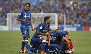 Los jugadores del Getafe celebran el segundo gol