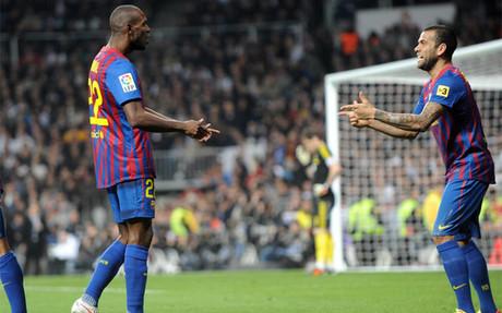 Abidal y Alves enmudecieron al Bernab�u en 2012 bailando el 'Ai se eu te pego'