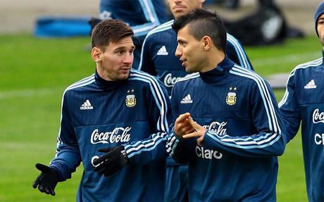 Messi y Ag�ero, en un entrenamiento con Argentina