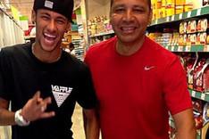 Neymar quiere seguir en el Bar�a muchos a�os