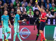 Skomina en el momento en que amonest� a Neymar por insultarle
