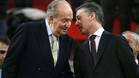 El Rey, charlando con el presindente del País Vasco, durante el partido