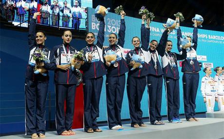El equipo español en la entrega de medallas