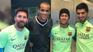 Rivaldo compartió esta imagen con el tridente del FC Barcelona en su cuenta de Instagram