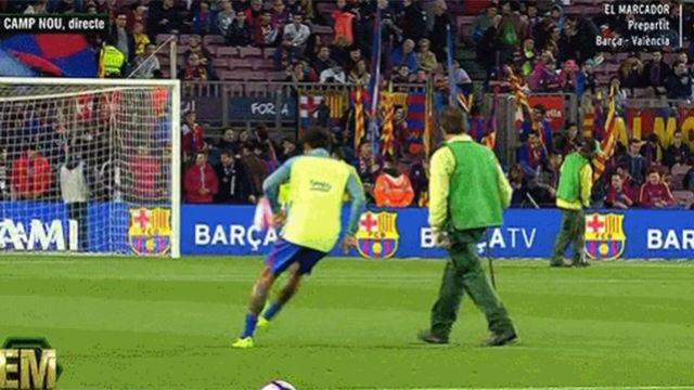 Neymar le hizo un sombrero al jardinero del Camp Nou