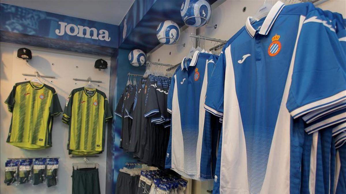 Las polémicas camisetas Joma del Espanyol son un éxito de venta