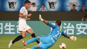 Correa falla una de las muchas ocasiones que desperdició el Sevilla